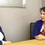 Verkoopstyling: huisvrouwen die kussentjes neerleggen of is het meer? I Huis verkopen